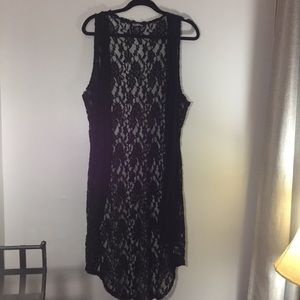 Freshman sleeveless floral lace vest in black